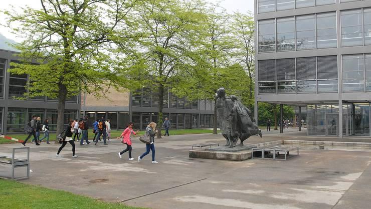 Schülerinnen und Schüler der Kantonsschule Baden sind empört.