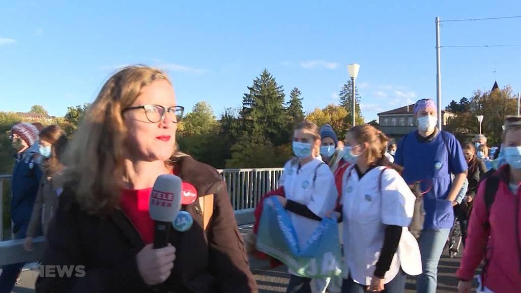 """""""Walk of Care"""" in Bern: Für bessere Konditionen im Pflegeberuf"""