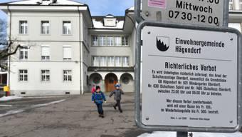 Betreten verboten. Vom Schulbetrieb in Hägendorf fühlen sich viele Eltern ausgeschlossen.