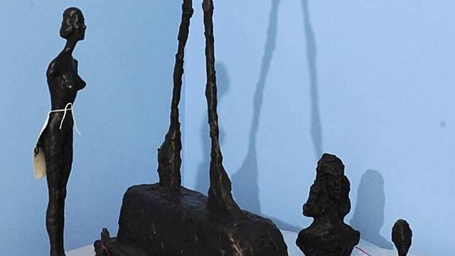 Einige der sichergestellten Skulpturen (Archiv)