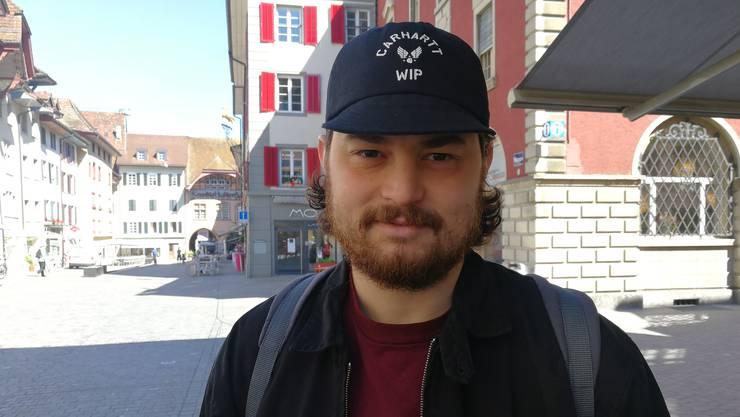 Bertan Kanik (25), Aarau, Service-Monteur: «Ich mag den FC Aarau. Jetzt, da das Team wieder stärker ist, werde ich häufiger Spiele schauen. Den Match am Sonntag schauen meine Freunde und ich von zu Hause aus, es gibt keine Tickets mehr fürs Brügglifeld. Ich hoffe, dass der FC Aarau aufsteigt. Darüber würde ich mich freuen!»