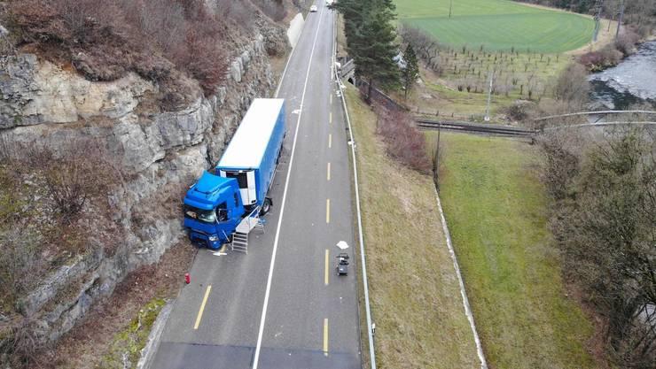 Die Baselstrasse in Liesberg blieb acht Stunden gesperrt.