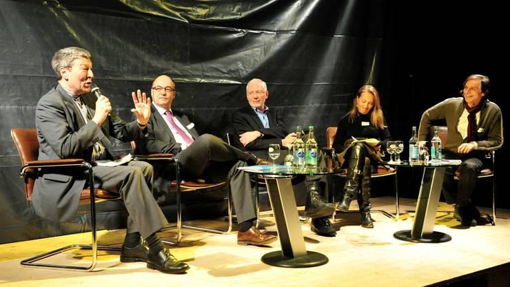Unter der Leitung von DRS-Redaktionsleiter Jakob Fuchs (ganz rechts) diskutierten Marcel Châtelain, Rolf Iselin, Hans-Ruedi Schweizer und Mariana Christen Jakob (v.l.) über nachhaltiges Handeln. Bruno Kissling