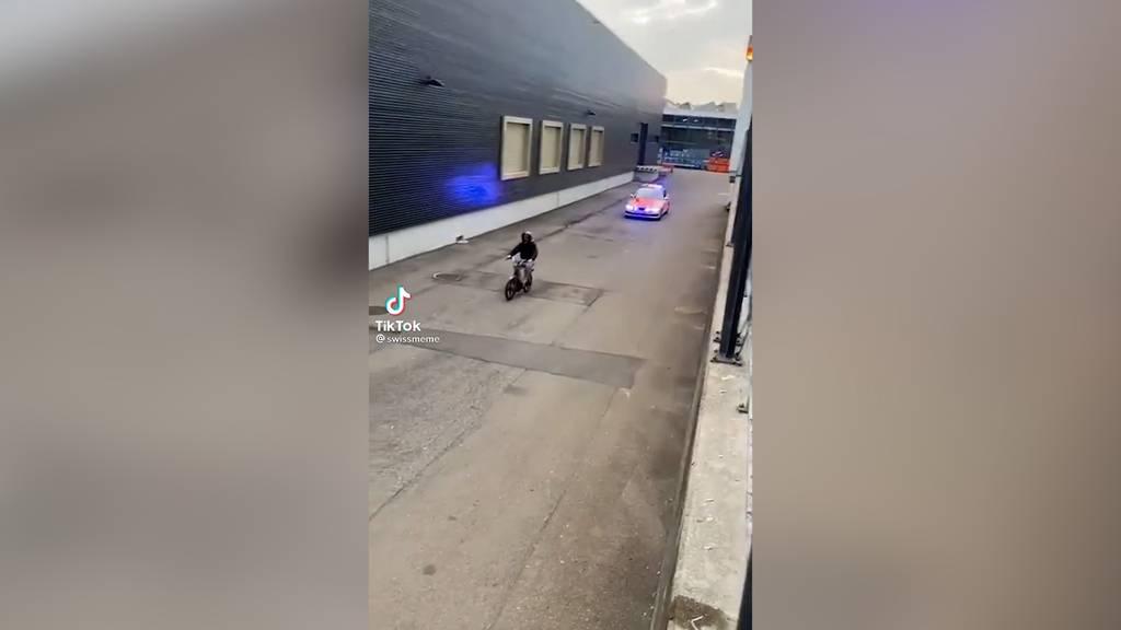 14-Jähriger fährt mit frisiertem Töffli der Polizei davon