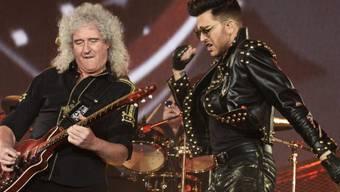 Der neue Queen-Sänger Adam Lambert (r) im Zürcher Hallenstadion