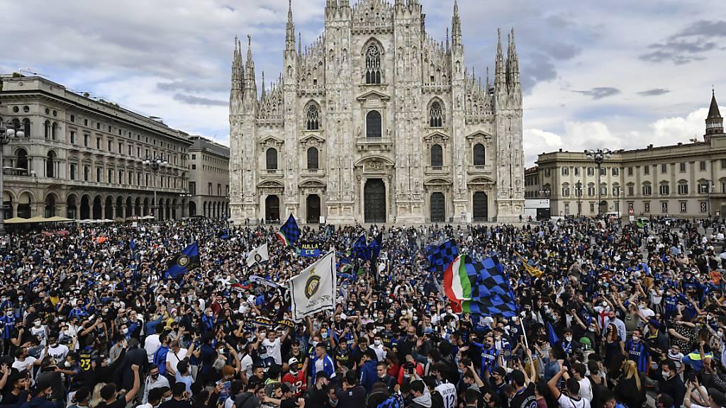 Zu viele Fans, zu wenig Masken monieren die Kritiker nach der Feier der Inter-Fans vor dem Dom