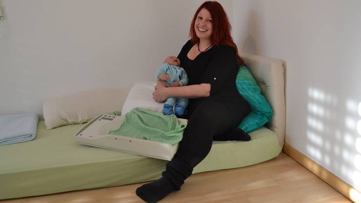 Dania Kaempfer arbeitet neben ihrer Tätigkeit im Spital auch als selbstständige Hebamme.