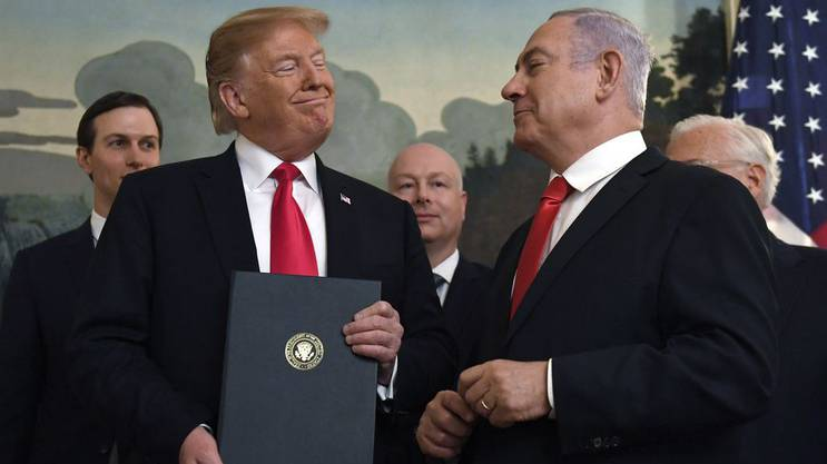 Bibi Netanjahu mit US-Präsident Donald Trump  in Washington am 25. März 2019, als Trump eine Erklärung unterschrieb, die Israels Souveränität über die Golan-Höhen bestätigte.