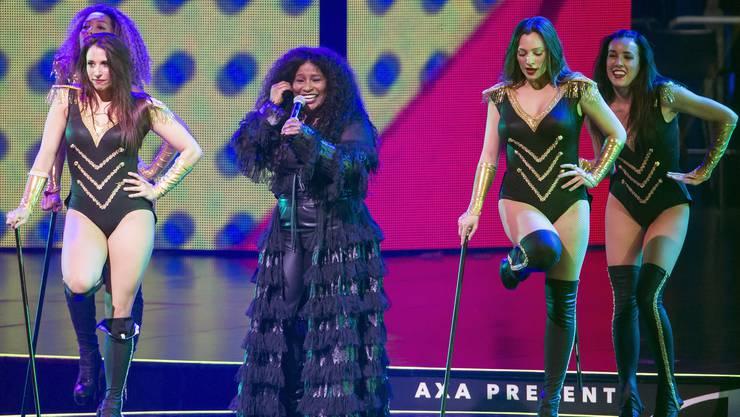 Damals sorgte Sängerin Chaka Khan für musikalische Untermalung der Darbietungen auf dem Eis.