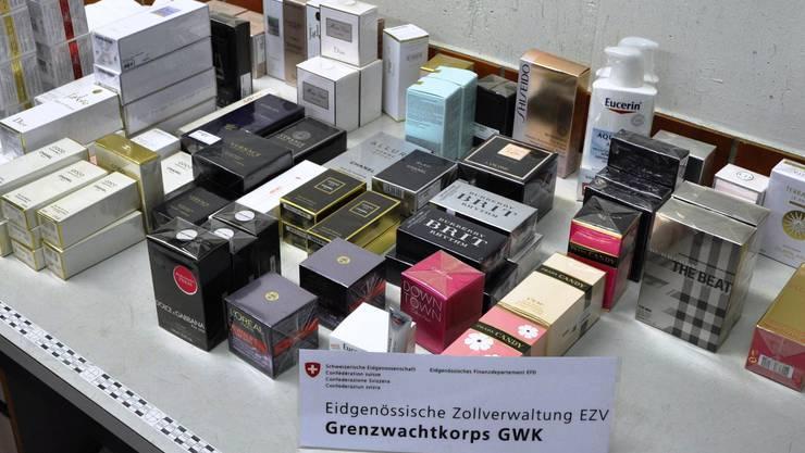 Das Bild zeigt einen Teil der sichergestellten Gegenstände.