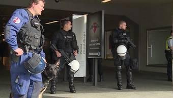 Nach den Ausschreitungen am letzten Samstag in Bern wappnete sich die Polizei mit einem Grossaufgebot für die für heute angekündigte Kurden-Demo in Olten. Allerdings für nichts.