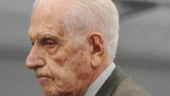Reynaldo Bignone 2010 beim Verlassen des Gerichts in Buenos Aires (Archiv)