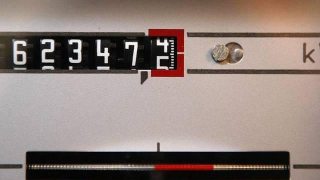 Ein Stromzähler registriert den Stromverbrauch (Symbolbild)