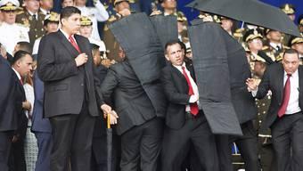 Venezuelas Machthaber Nicolás Maduro hat einen Sprengstoffanschlag während einer Militärparade am Samstag unversehrt überstanden.