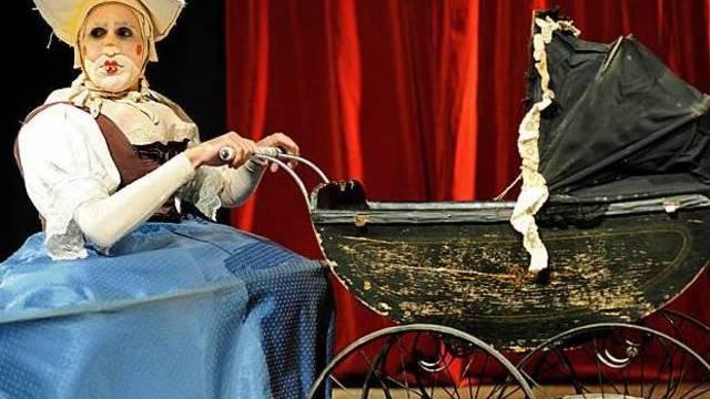 """Szene aus """"Le Petit Cabaret Grotesque"""", Compagnie Buffpapier (Bildquelle www.wildwuchs.ch Jorma Müller)"""