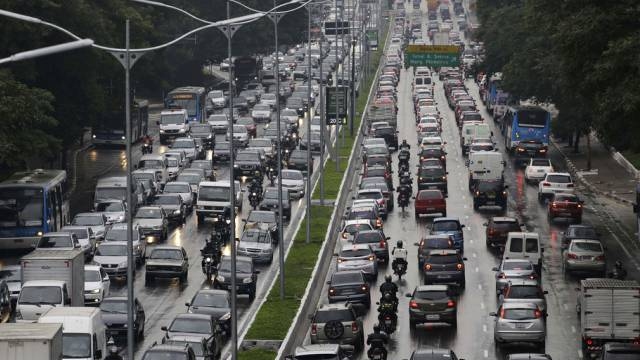 Verkehrschaos in der Millionenmetropole Sao Paulo