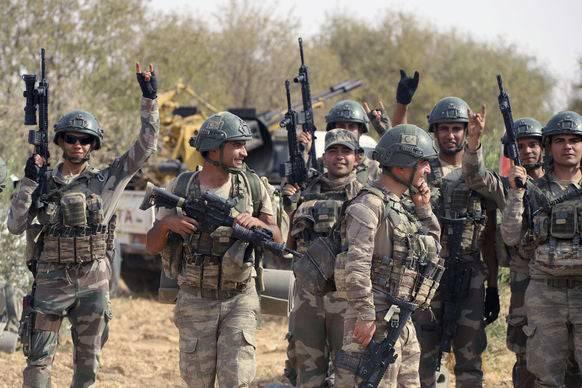 Türkische Soldaten in der Region um Manbij.
