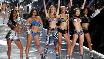 Victoria's Secret steckt in der Krise. Der Mutterkonzern L Brands kürzt deshalb nun die Ausschüttungen an die Aktionäre. (Themenbild)