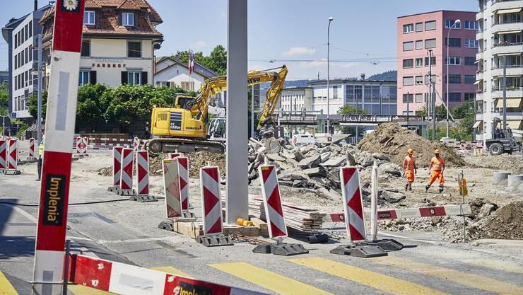 Die Bauarbeiten beim Farbhof in Zürich Altstetten haben am Montag begonnen.