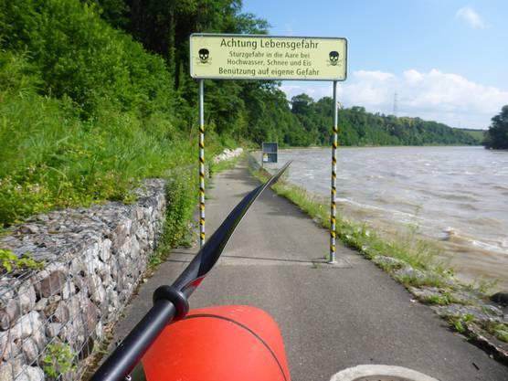 Der Weg unterhalb der Schleuse Beznau wird als lebensgefährlich bezeichnet