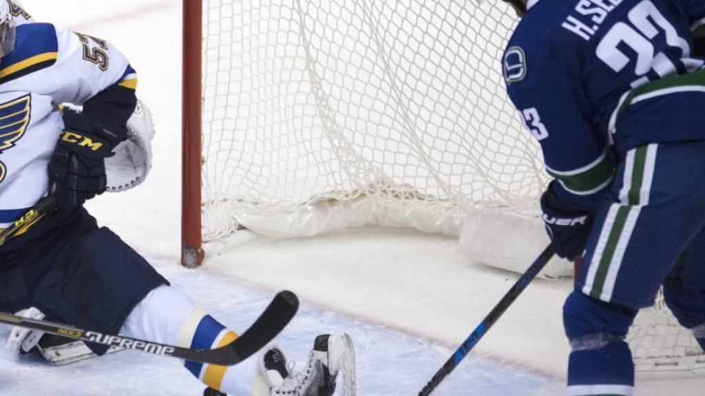 Der Schwede Henrik Sedin schiesst Vancouver in der Verlängerung zum 2:1-Heimsieg gegen die St. Louis Blues