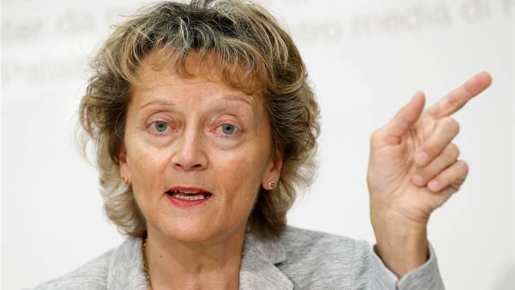 Finanzministerin Eveline Widmer-Schlumpf präsentierte gleich zwei brisante Geschäfte.Peter Klaunzer/Keystone
