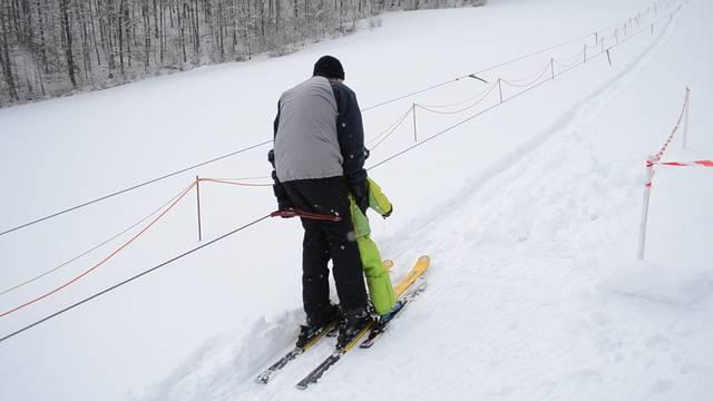 Skifahren in Asp: So «gleitig» ging es am 3. Februar 2015 mit dem Pony-Lift auf den Jura-Hügel.