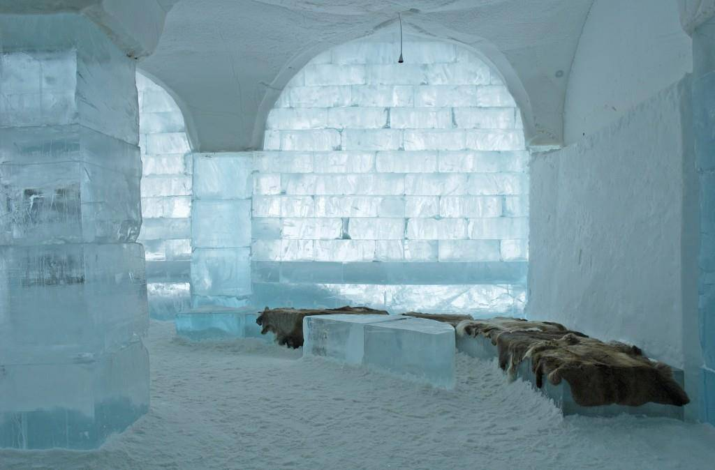 Eishotel in Schweden (© iStock)