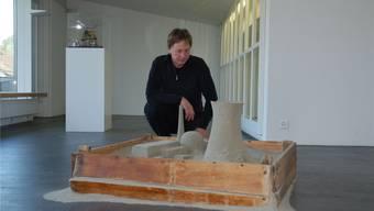 Daniel Waldner mit seinem Werk «Auslaufmodell». SH