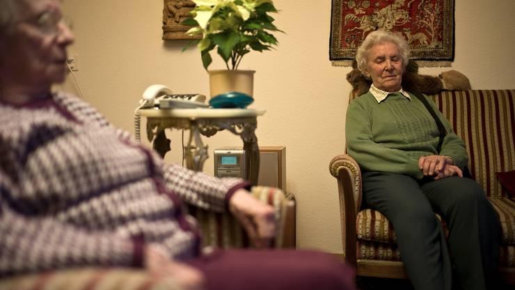 Wohnen in einer Gemeinde viele ältere Menschen, die Zusatzleistungen beziehen müssen, belastet dies den Finanzhaushalt stark. (Themenbild)