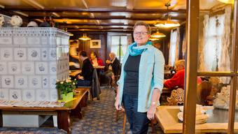 Je mehr Leute es in der Gaststube hatte, desto glücklicher war Wirtin Doris Kasper. An kalten Tagen feuerte sie den alten Kachelofen an. Emanuel Freudiger