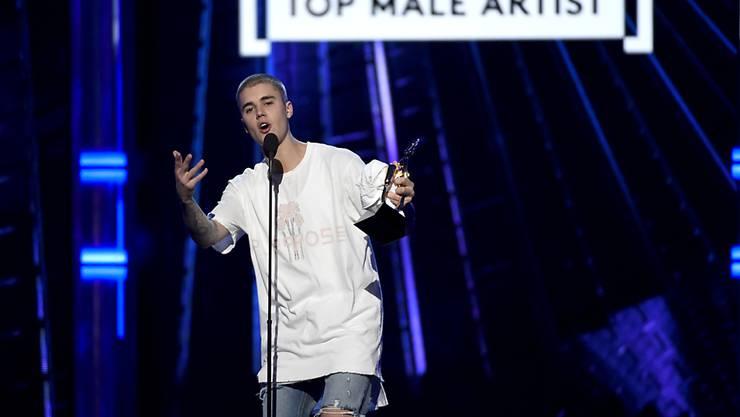 Wankelmütig: Justin Bieber tritt an den Billboard Music Awards auf, einen Tag später kritisiert er Events wie die Preisverleihung in Las Vegas heftig.