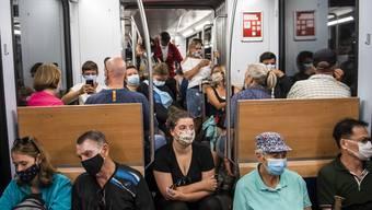 Nach steigenden Fallzahlen hat der Bundesrat eine Maskenpflicht im öV beschlossen.