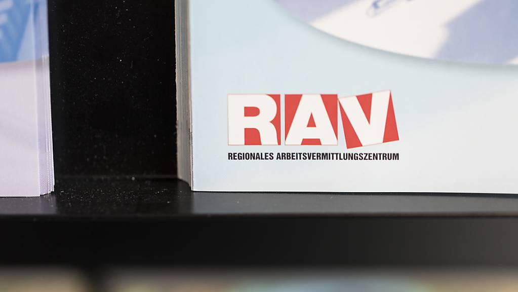 Insgesamt waren Ende November 106'330 Personen bei den Regionalen Arbeitsvermittlungszentren (RAV) arbeitslos gemeldet. Damit ist die Quote gegenüber dem Vormonat von 2,2 auf 2,3 Prozent gestiegen. (Archivbild)