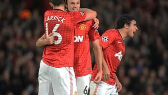 Manchester United (hier Evans und Carrick) setzte sich knapp durch