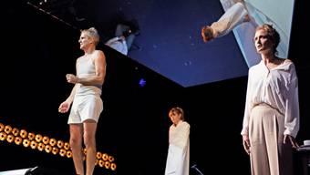 Auf dem Laufband des Lebens: Matthias Neukirch (Faber), Dagna Litzenberger Vinet (Sabeth), Claudius Körber (Perkussion), Lena Schwarz (Hanna).