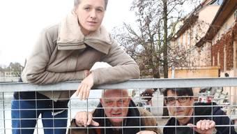 Ruedi Schläfli (Hanspeter Bader) und Paul Weckmann (Jens Wachholz) brechen mit Margit Maria Bauer im «Bau» zu neuen Ufern auf.