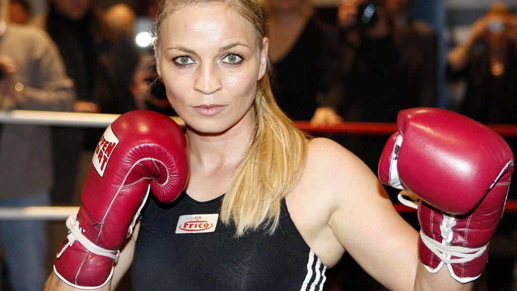 Bitte nicht schlagen: Ein Spruch, den Männer, die sich für die deutsche Ex-Boxweltmeisterin Regina Halmich interessieren, lieber unterlassen. (Archivbild)