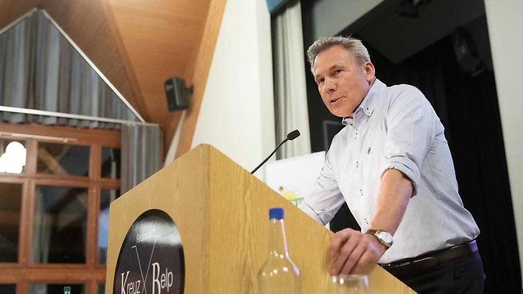 SVP-Nationalrat Adrian Amstutz (BE) will trotz Lockerung der Amtszeitbeschränkung nicht nochmals zu den Wahlen antreten. (Archivbild)