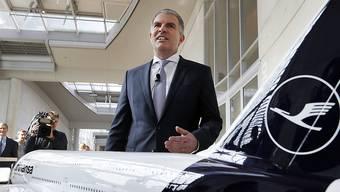 Lufthansa-Chef Carsten Spohr will Billigfliegern wie Ryanair auf den Kurzstrecken trotz des enormen Preisdrucks Paroli bieten und den Heimmarkt verteidigen. (Archiv)