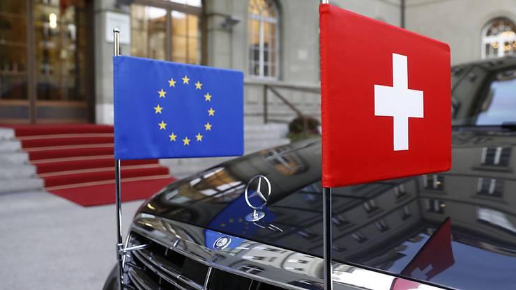 Zahlreiche Politiker fordern in der Sonntagspresse, die Verhandlungen mit der EU über ein Rahmenabkommen erst einmal auf Eis zu legen. (Symbolbild)