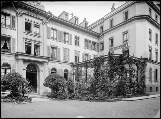 Das Hotel Verenahof am Kurplatz, um 1900.