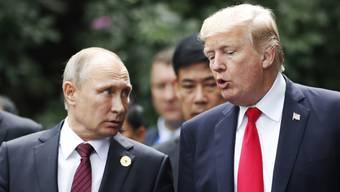 Ein Ausschuss des US-Senats sieht es als erwiesen an, dass Russland der Wahl von Donald Trump zum Präsidenten der Vereinigten Staaten geholfen hat. (Archivbild Putin und Trump)