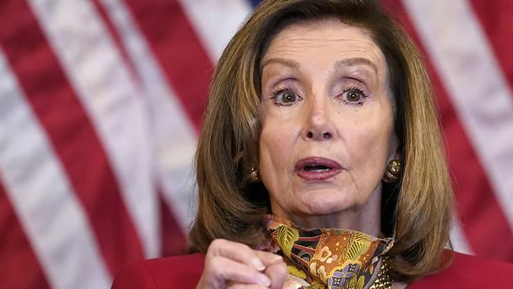 Nancy Pelosi spricht während einer Pressekonferenz im Kapitol. Foto: Jacquelyn Martin/AP/dpa