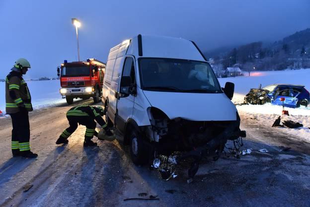 Beide Fahrzeuge erlitten einen Totalschaden. (Archiv: 18. Januar 2016)