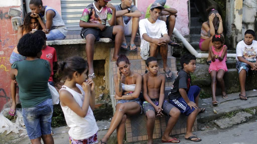 Rio de Janeiro meldet erste Corona-Tote in Favelas