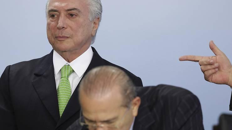 Nach der Anklage in Brasilien wegen Korruption muss Präsident Michel Temer auf den Kongress hoffen. (Archivbild)