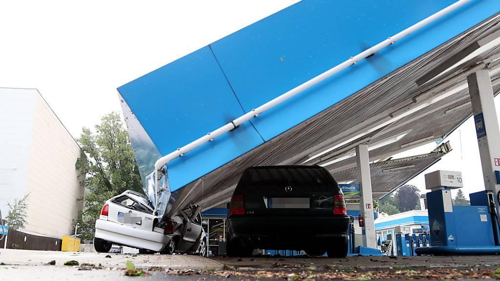 Unwetter haben am Dienstag in Deutschland - wie hier in Wuppertal - enorme Verwüstungen angerichtet.