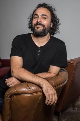 Kader Attia ist 1970 als Sohn algerischer Eltern in Paris geboren.