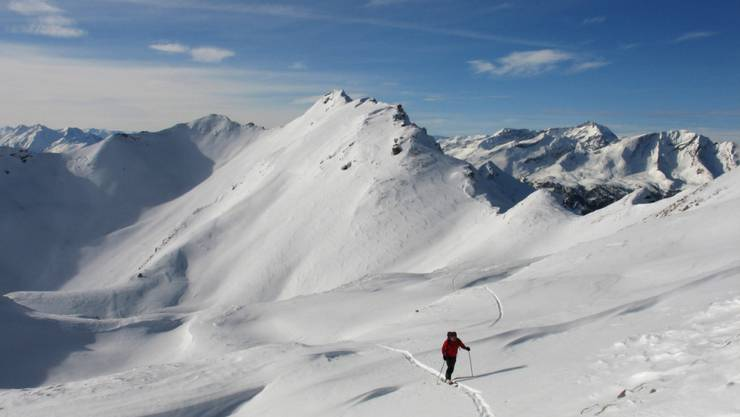 """Die Lawinengefahr auf dem Alpenkamm ist immer noch auf Stufe vier - also """"gross"""". Kritisch ist die Situation abseits der Pisten (Symbolbild)."""